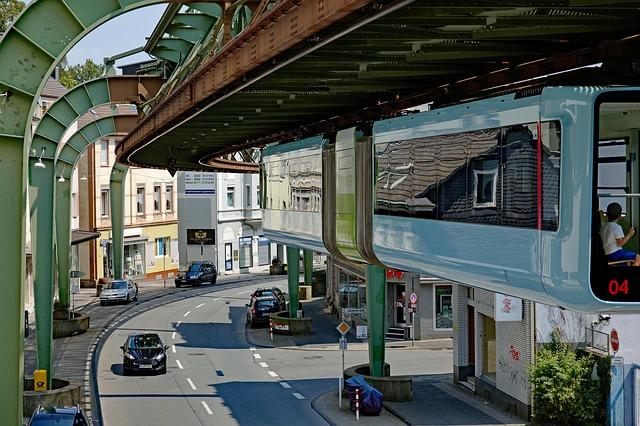 LG Wuppertal AZ: 2 O 273/18 holt eine Gutachten zum Motor EA 288 ein.