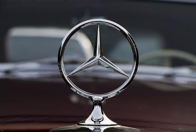 Anhörungsschreiben des Kraftfahrtbundesamtes gegen Daimler legt Abschalteinrichtung offen