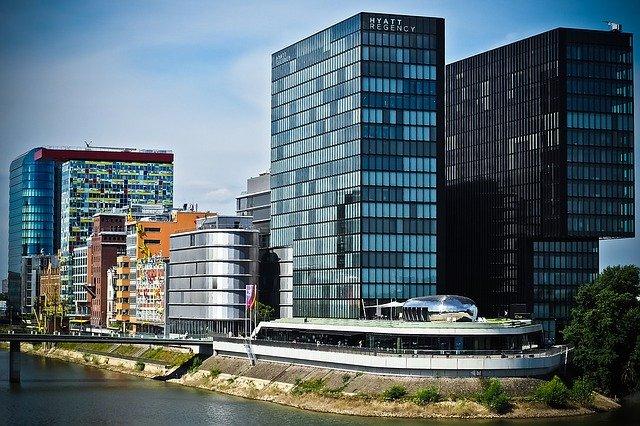 LG Düsseldorf verurteilt die BMW AG bei einem BMW X1 wegen dem Abgasskandal zum Schadensersatz.